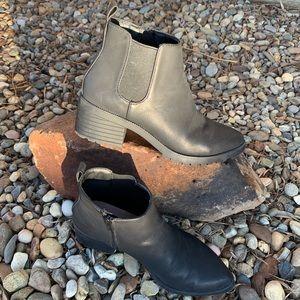 Gap Lug Sole Chelsea Boot